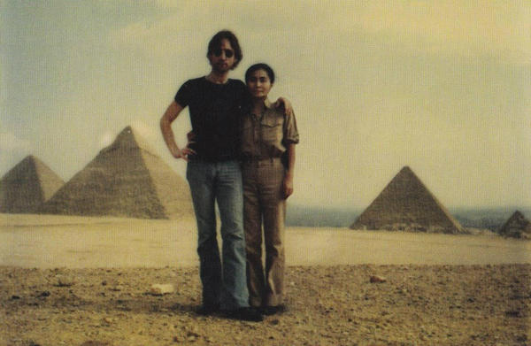 Lennon-and-Ono-in-Egypt